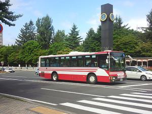 赤バスと時計塔