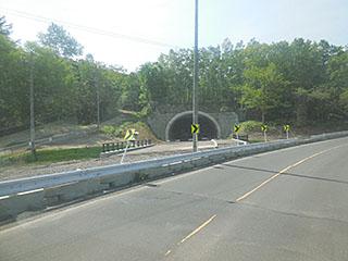トンネル出入口