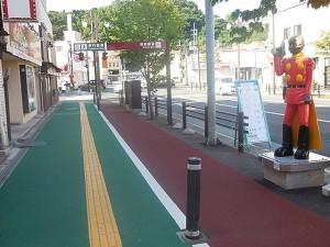 石巻駅前の歩道と自転車道