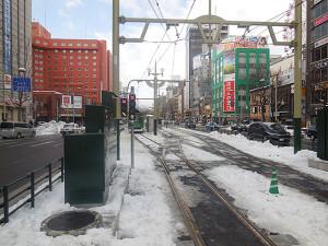 ところ変わって、すすきの電停の西方。中央の留置線は、貸切電車の乗降場になっています。