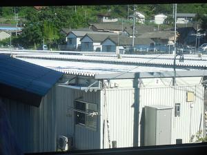 釜石市役所近くの仮設住宅。(山田線振替バスの車内から)