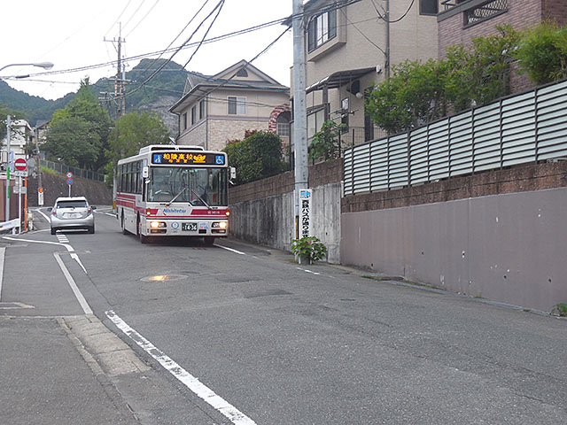 柏原3丁目線のバス